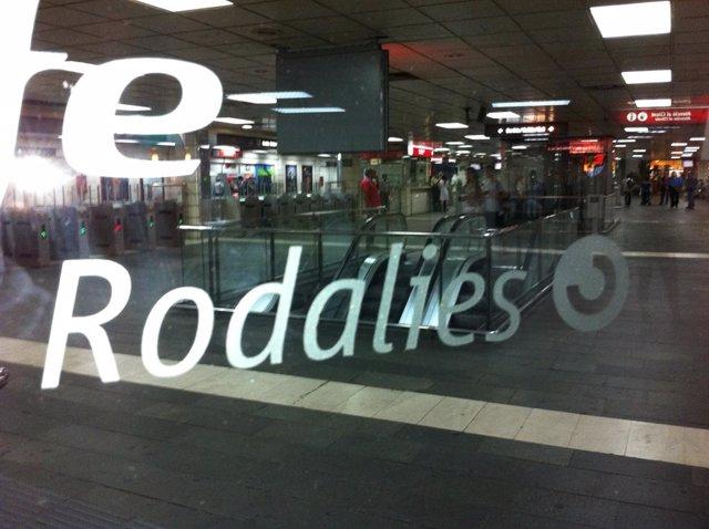 Estació de tren de Renfe-Rodalies / Rodalies a la plaça Catalunya de Barcelona. Transport públic. Ferrocarril.