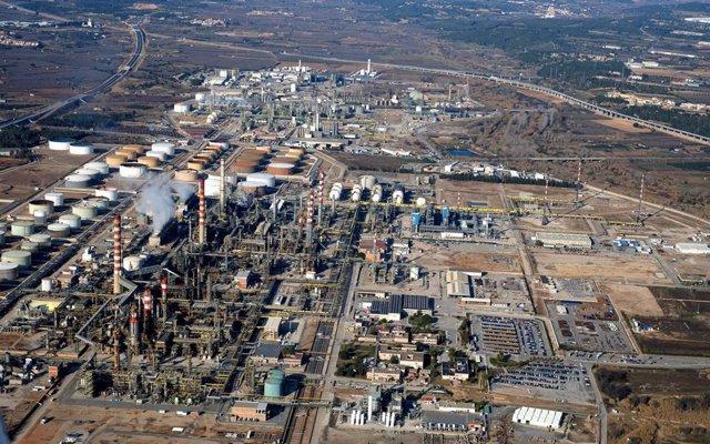 Complex petroquímic de Tarragona en una imatge d'arxiu.