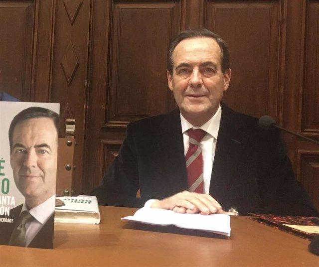 José Bono en la Universidad de Salamanca para presentar su nuevo libreo 'Se levanta la sesión'.