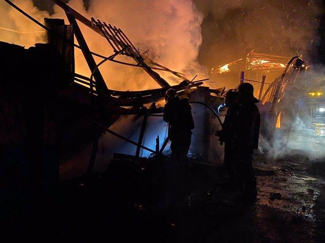 Incendio de un chalet independiente de dos plantas en El Moral (Madrid)