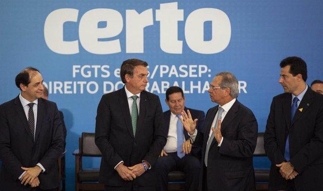 El presidente de Brasil , Jair Bolsonaro, y el ministro de Economía, Paulo Guedes.