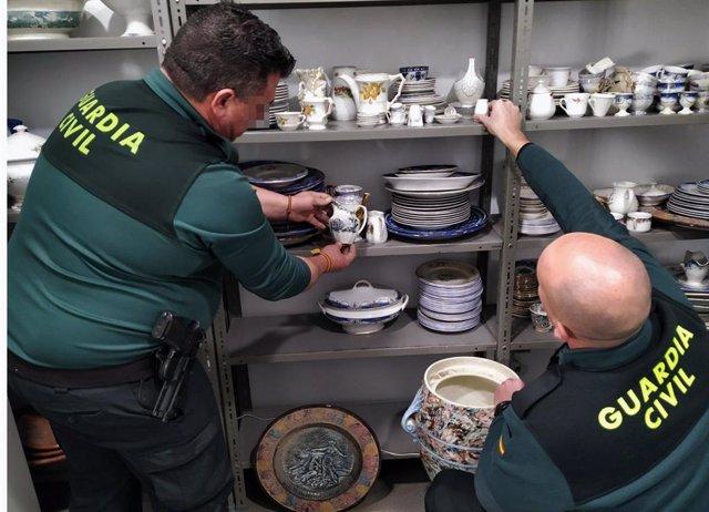 Guardia Civil detiene a dos experimentados delincuentes por el robo de cerca de 400 piezas de porcelana de los siglos XVIII y XIX