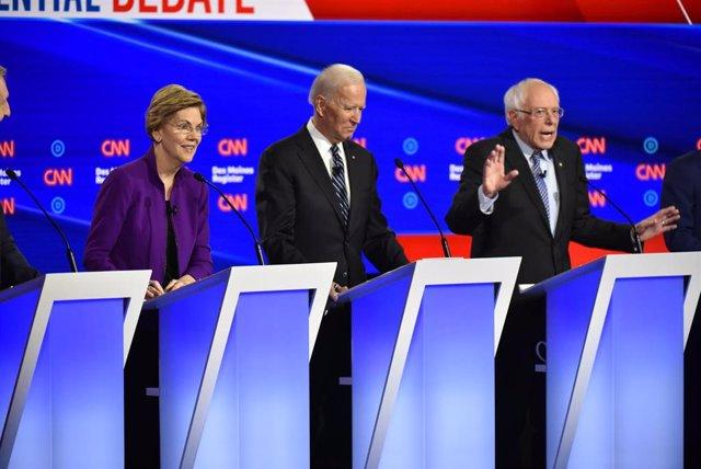 Elizabeth Warren, Joe Biden y Bernie Sanders, durante el debate moderado por la CNN