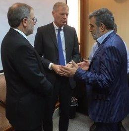 El embajador británico en Irán, Rob Macaire, en un coloquio en Teherán
