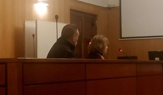 El ex titular del bar '12+1', junto a su letrada, en el juicio concluido con conformidad.