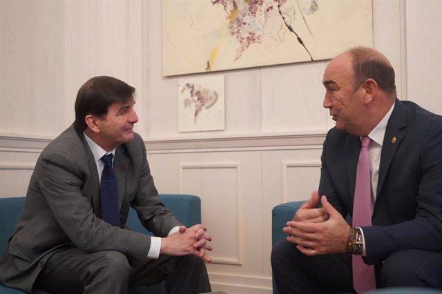García Matilla y de Vicente (D) en la reunión mantenida este miércoles.