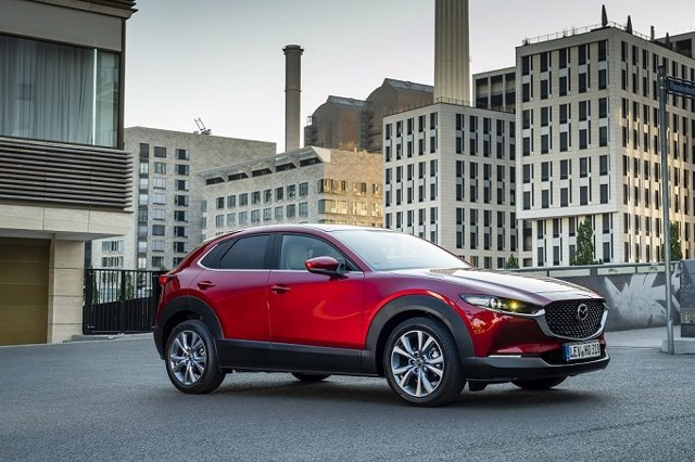 Vista del Mazda CX-30 Soul Red.