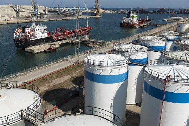 Tancs petroquímics al Port de Tarragona