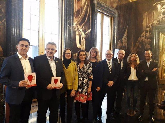 Los premiados por las mejores iniciativas tecnológicas 5G con Laia Bonet y Eduard Martín