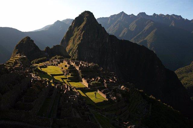 Perú.- Perú juzgará a uno de los turistas detenidos en Machu Picchu y deportará