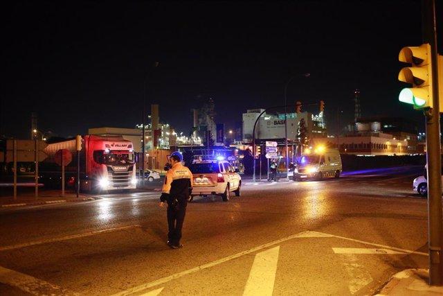 Bombers i serveis d'Emergncia acudeixen a l'explosió a la planta petroquímica de la Canonja (Tarragona)
