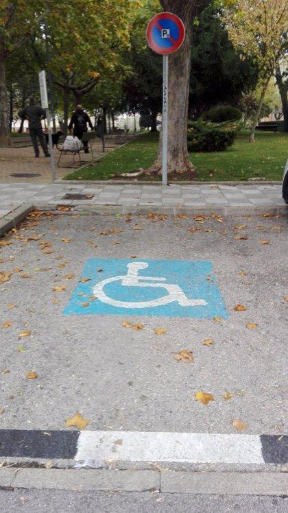 Famma y EMT Madrid presentan una campaña para concienciar sobre los aparcamientos para Personas con Movilidad Reducida