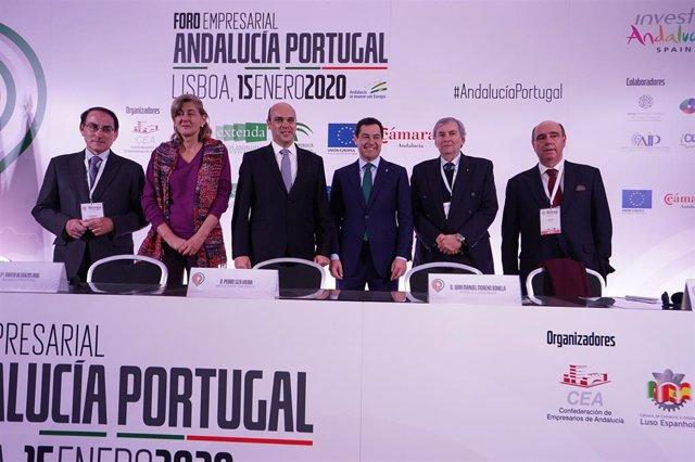 Juanma Moreno, en Lisboa, en un foro empresarial entre Andalucía y Portugal