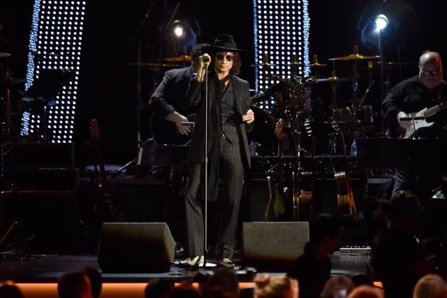 The 19th Annual Latin GRAMMY Awards - Person Of The Year Gala Honoring Mana - Show