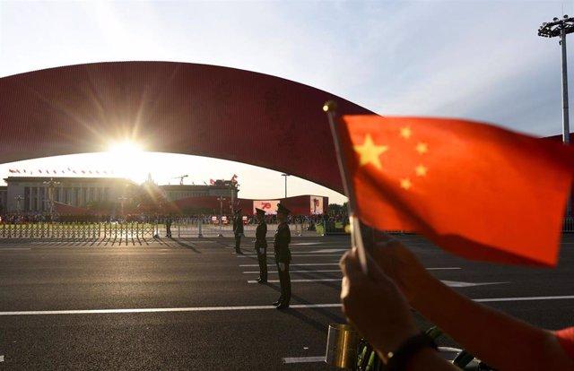 Imagen de una bandera china en Pekín