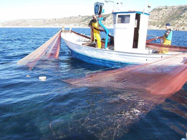 Una embarcación pesquera.