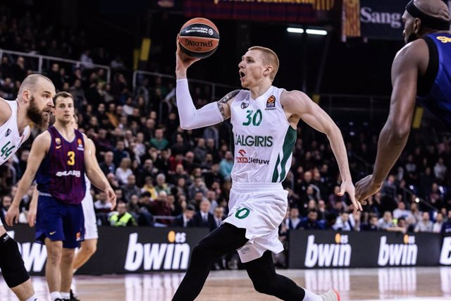 Aaron White jugando con el Zalgiris Kaunas