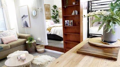 En tres meses, una pareja logró transformar una vieja caravana en una casa de vacaciones con todo lujo de detalles