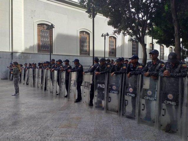 Agentes desplegados en torno a la Asamblea Nacional de Venezuela (Imagen de archivo)