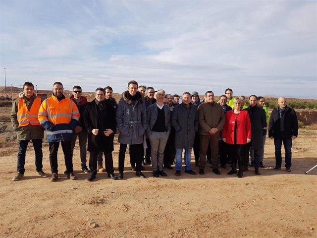 El consejero de Vertebración del Territorio, Movilidad y Vivienda del Gobierno de Aragón, José Luis Soro, en las obras de la plataforma agroalimentaria de Épila