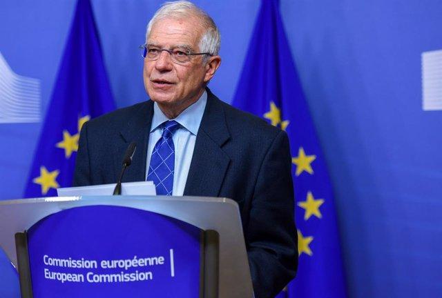 Kosovo.- Borrell insta a Vucic y Thaci a retomar las conversaciones entre Serbia
