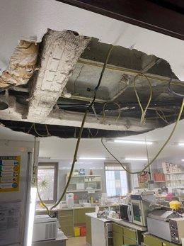 Imagen del techo desprendido en la Fundación de Investigación del Hospital Ramón y Cajal.