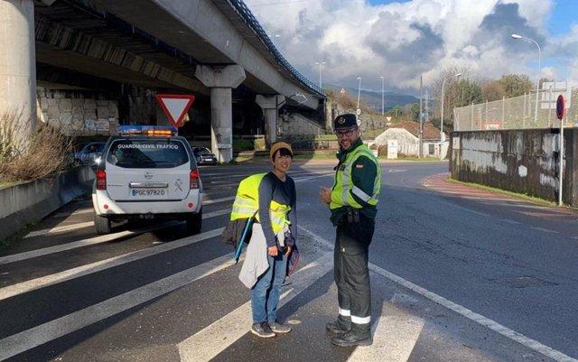 La Guardia Civil devuelve al Camino de Santiago a una peregrina japonesa que caminaba por la A-55.