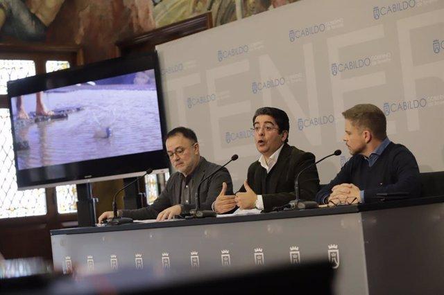 El consejero de Turismo del Cabildo de Tenerife, José Gregorio Martín, el presidente, Pedro Martín y el consejero delegado de Turismo de Tenerife, David Pérez, en la presentación de Fitur