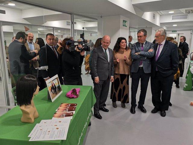 """La AECC inaugura un espacio """"pionero"""" que ofrecerá a actividades para aumentar el bienestar de los pacientes"""