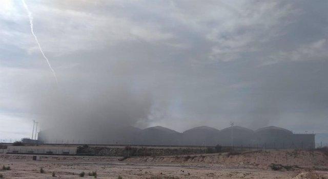 Incendio en el aeropuerto de Alicante este miércoles.