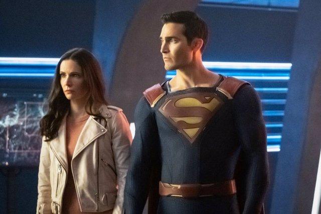 Tyler Hoechlin es Superman y  Elizabeth Tulloch es Lois Lane en el Arrowverso