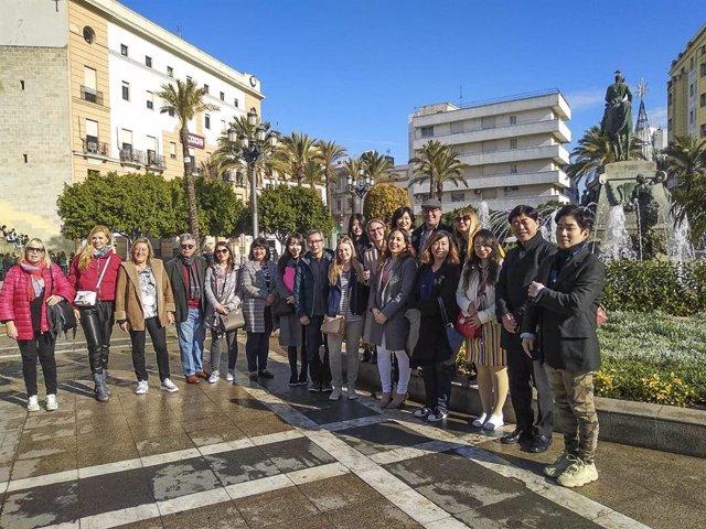 Profesores de español de diferentes nacionalidades en su visita a Cádiz