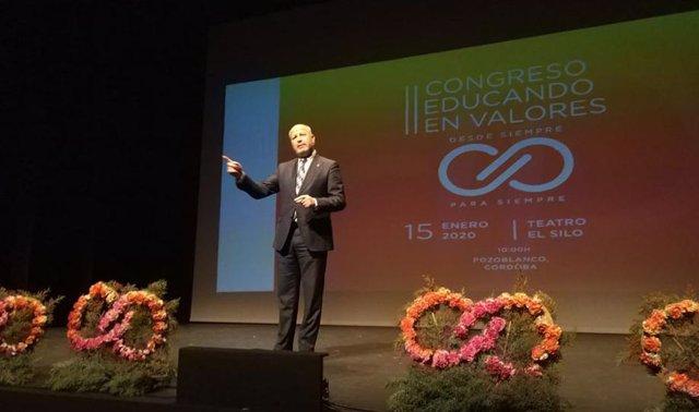 Imbroda durante su intervención en el II Congreso 'Educando en valores', en Pozoblanco (Córdoba).