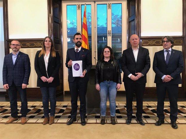 Roger Torrent presenta el plan de Igualdad, con los miembros de la Mesa J.Costa (JxCat), J.Garcia y L.Vilchez (Cs), R.Ribas ( ERC) y D.Pérez (PSC), en una imagen de archivo.