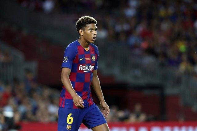 Jean-Clair Todibo, en un partido con el FC Barcelona.