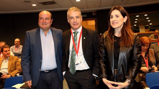 Andoni Ortuzar, Iñigo Urkullu y Bakartxo Tejeria