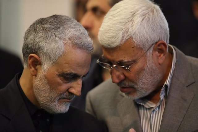 El general de Irán Qasem Soleimani y el 'número dos' de las Fuerzas de Movilización Popular, Abú Mahdi al Muhandis