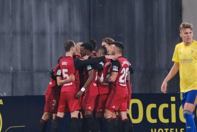 Fútbol/Segunda.- (Crónica) El Mirandés empata al Cádiz con dos goles en el descu