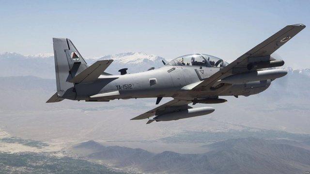 Un avión de combate de la Fuerza Aérea afgana