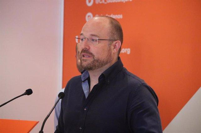 El portavoz de Cs en las Cortes de C-LM, Alejandro Ruiz, en rueda de prensa