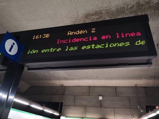 Cartel donde se refleja la incidencia en el metro de Sevilla