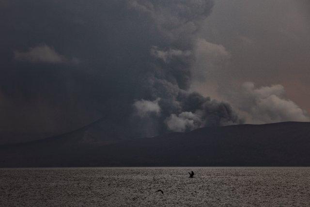 Imagen del volcán Taal, visto desde Batangas, Filipinas
