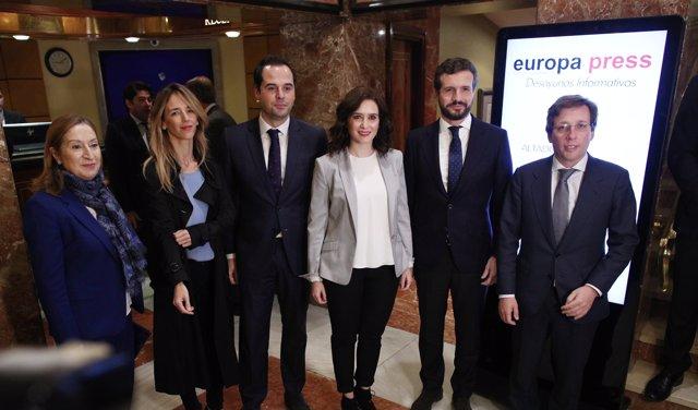Foto de familia de Pablo Casado, Ayuso y Almeida en los Desayunos Informativos de Europa Press