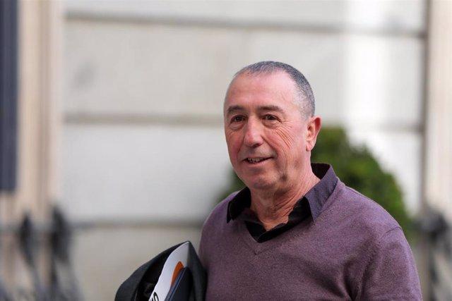 El diputado de Compromís Joan Baldoví llega al Congreso de los Diputados para la segunda votación para la investidura del candidato socialista a la Presidencia del Gobierno en la XIV Legislatura, en Madrid (España), a 7 de enero de 2020.