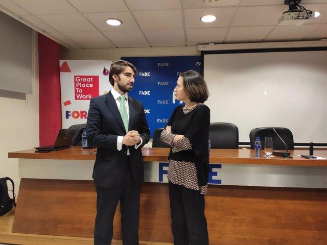 El director de Transformación Cultural & Best Workplaces, Jaime de Nardiz, y la directora de Desarrollo Empresarial de FADE, Leticia Bilbao, conversan antes de la presentación del ranking 'Great place to work'.