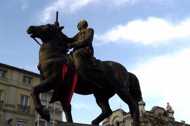 Imagen de la estatua de Franco ubicada en la plaza del Ayuntamiento de Santander