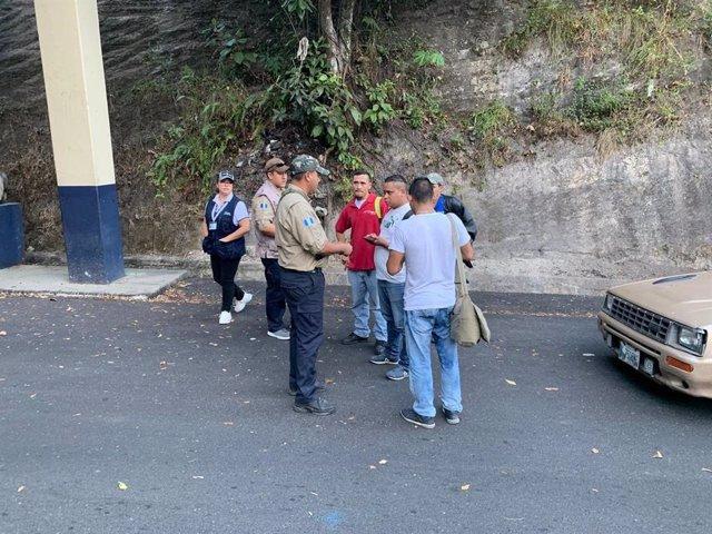 Honduras.- El presidente de Guatemala confirma que dejará pasar a México a la ca