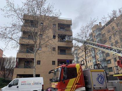 Un muerto y un herido muy grave en el incendio de un piso en Madrid
