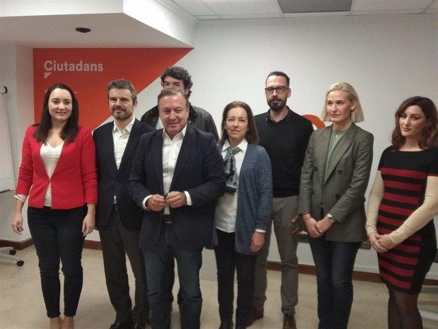 El portavoz del Comité Autonómico de Cs Baleares, Joan Mesquida, con el resto de integrantes de la reunión.