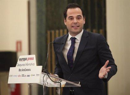 """Aguado se muestra preocupado por """"la sucesión de escándalos"""" de Sánchez y teme que estos """"narcoticen"""" a la sociedad"""